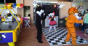 Aluguel de Pista de Dança com Som e Iluminação