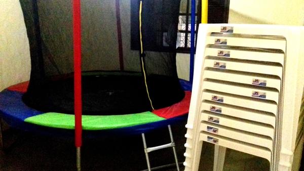 Aluguel de pula-pula + 10 jogos de mesas e cadeiras